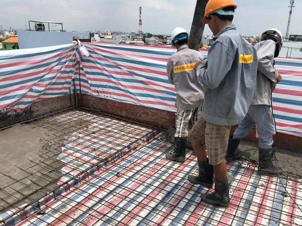 Đan thép và đổ bê tông, phần việc quan trọng cho mỗi lần lên một tầng cao hơn