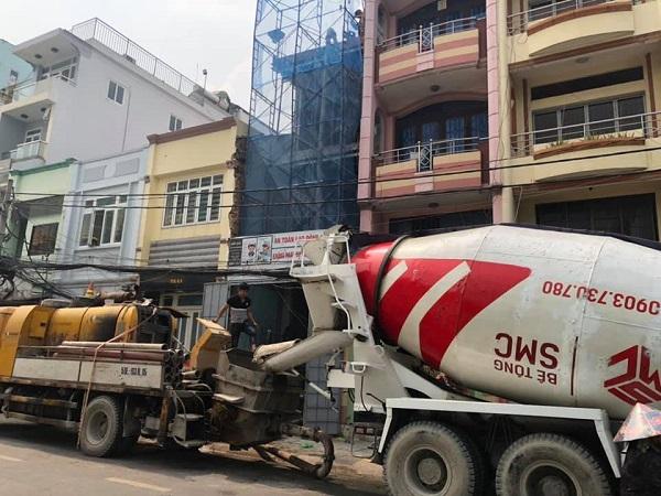 Máy trộn bê tông đi vào tận nơi của công trình tạo điều kiện cho việc thi công thuận lợi và nhanh chóng hơn