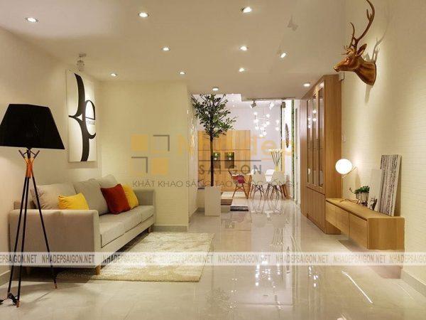 Không gian tầng 1 của ngôi nhà chú Xuân, việc sử dụng màu sơn nhẹ nhàng kết hợp với nội thất được tối giản tạo nên nét riêng biệt