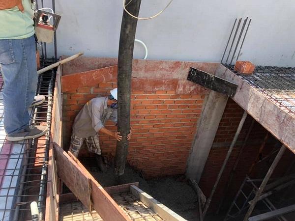 Phần cầu thang đang được tiến hành đổ bê tông
