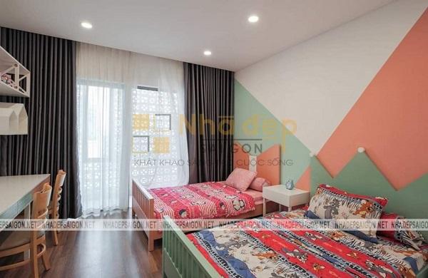 Phòng ngủ của con được thiết kế với màu sắc nổi bật và sinh động hơn