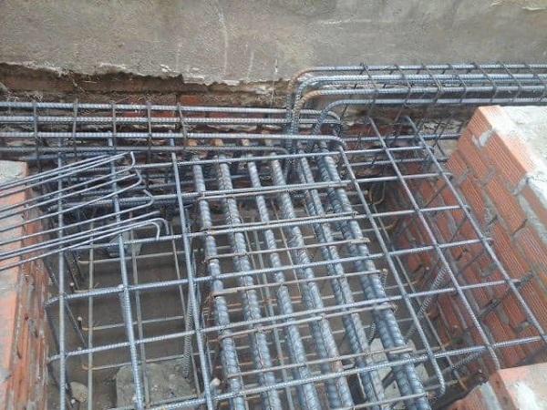 Phần móng cũng như toàn thể ngôi nhà Nhà Đẹp Sài Gòn luôn sử dụng thép có chất lượng để thi công, đảm bảo cho công trình vững chắc theo thời gian