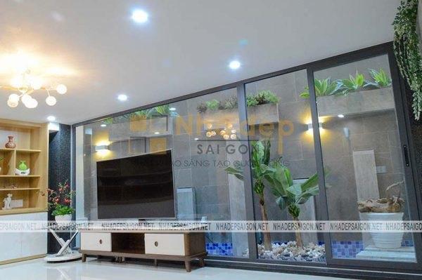 Sử dụng kính để tạo không gian rộng rãi cho ngôi nhà