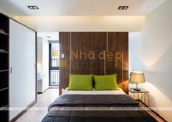 Mẫu nhà 6x15 – Phòng ngủ được tối giản nội thất, có sự phối hợp giữa màu sáng và tối để làm nổi bật lên ngôi nhà.