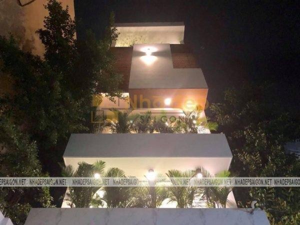 Ngôi nhà được thiết kế hòa hợp với nhiều hệ thống cây xanh