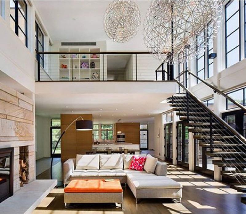 Khi sử dụng hệ thống cửa kính bao quanh gần hết ngôi nhà nên ánh sáng tự nhiên bao phủ được mọi ngóc ngách của mẫu nhà. Tạo nên một không gian sống vừa hiện đại vừa thông thoáng