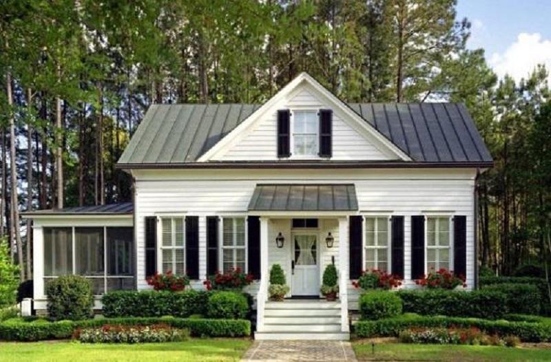 Thay vì xây dựng những ngôi nhà đồ sộ hay xa hoa thì nhiều chủ đầu tư lại mong muốn sở hữu không gian sống đơn giản, thân thiện và gần gũi. Phong cách của ngôi nhà là sự kết hợp giữa hiện đại và truyền thống